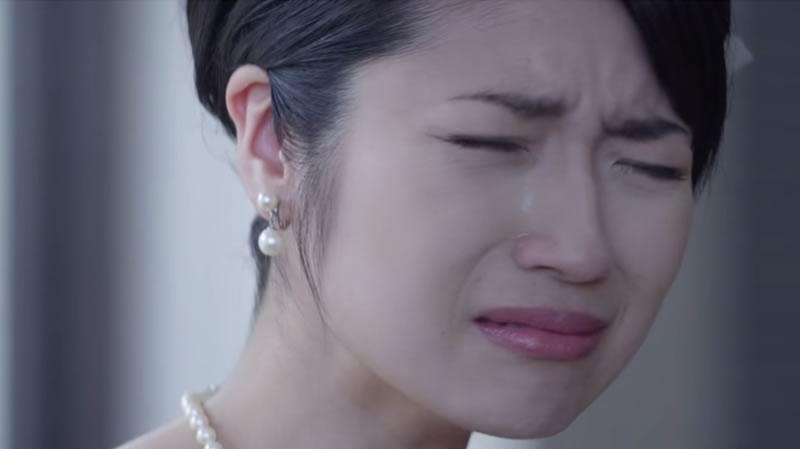 regalo emotivo padre hija boda - hija llorando