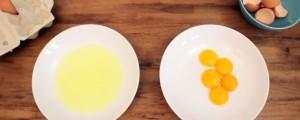 separar clara de yema en huevo