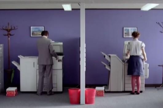como se enamoran una chica timida y un chico timido en la oficina