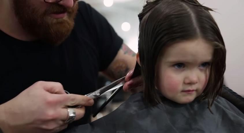 ella se corto el cabello para donarlo a los enfermos de cancer - tio peluquero