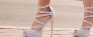 5 tutoriales para aprender a caminar con zapatos de tacon