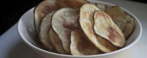 como preparar snacks de patatas fritas hechas en casa