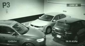 increible manera de estacionar un auto en espacio reducido