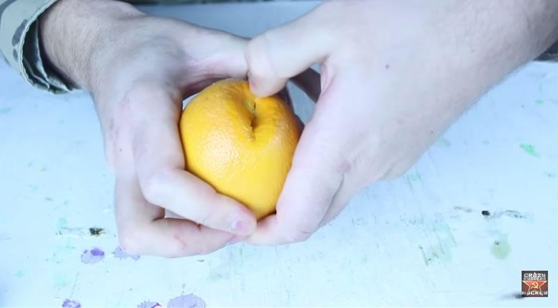 truco para pelar una naranja con las manos - 02