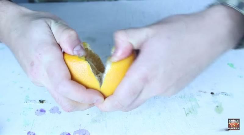 truco para pelar una naranja con las manos - 03