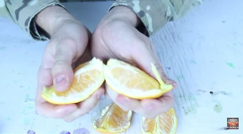 truco para pelar una naranja con las manos - 05