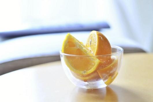 truco para pelar una naranja con las manos