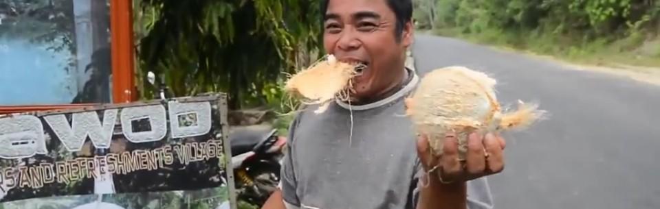 como abrir un coco con la boca 01